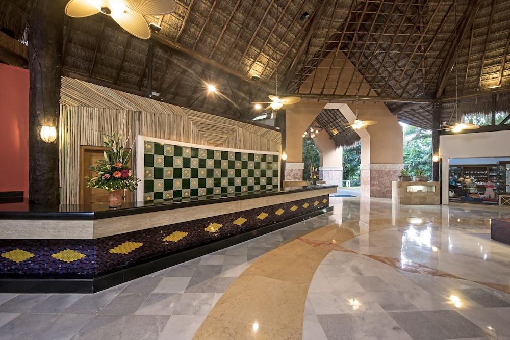 https://i.travelapi.com/hotels/1000000/890000/889900/889873/43dacc8c_z.jpg
