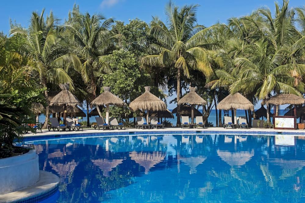https://i.travelapi.com/hotels/1000000/890000/889900/889873/a053f4a6_z.jpg