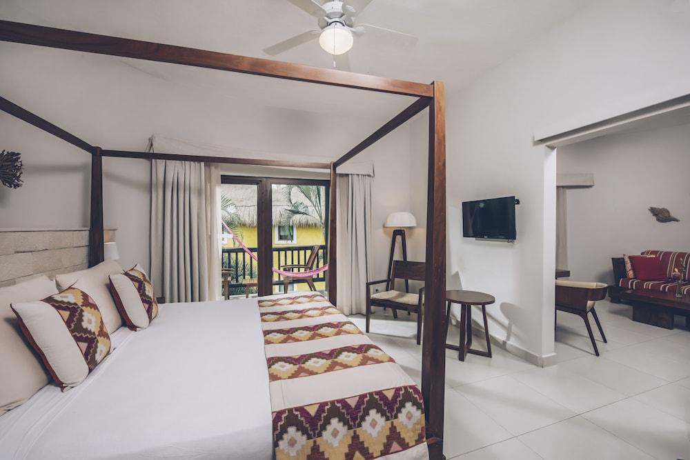 https://i.travelapi.com/hotels/1000000/890000/889900/889873/b8c4e9ce_z.jpg