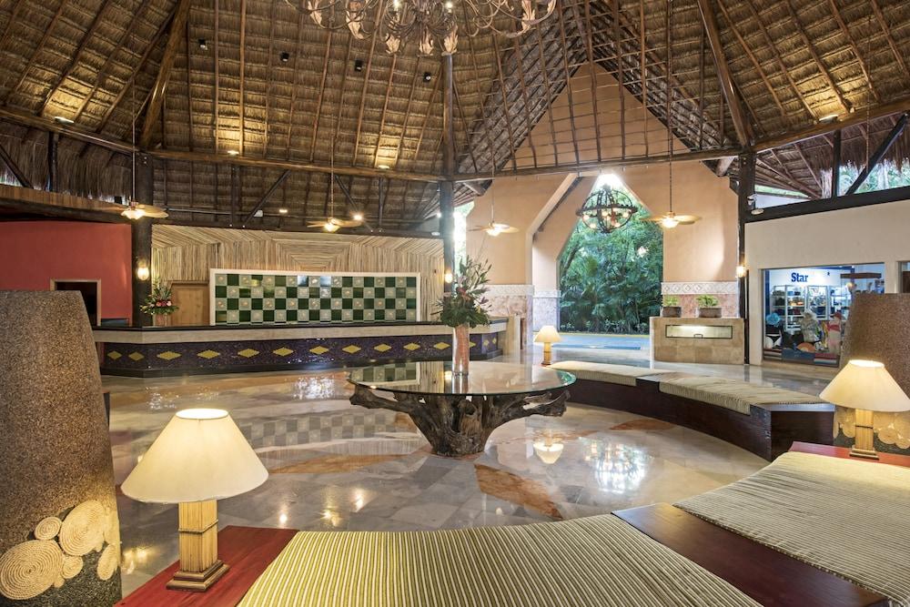 https://i.travelapi.com/hotels/1000000/890000/889900/889873/d7bbbb1f_z.jpg
