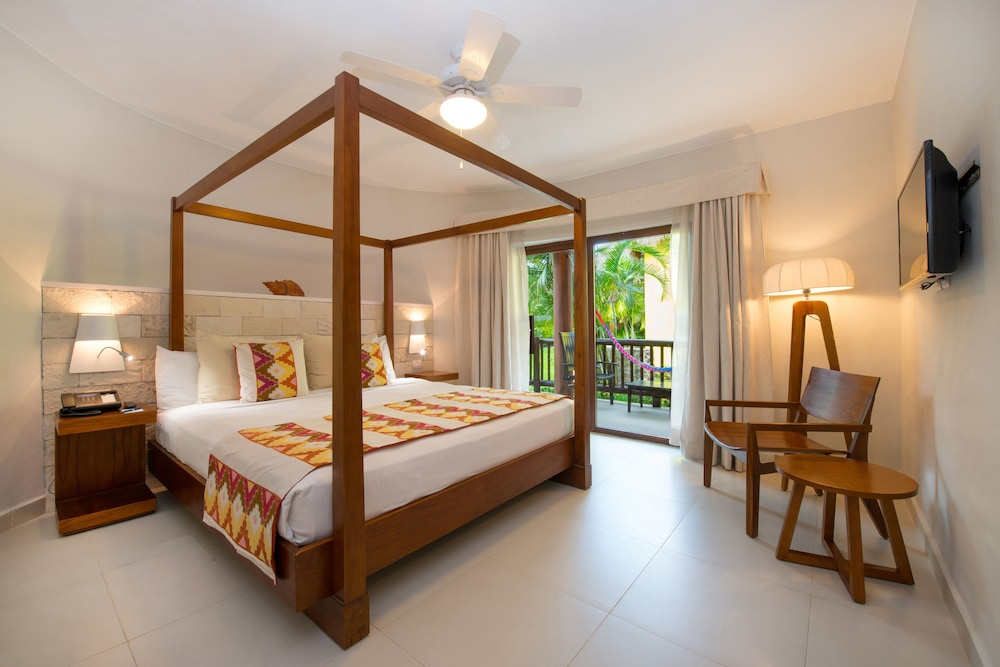 https://i.travelapi.com/hotels/1000000/890000/889900/889873/ef94a2d7_z.jpg
