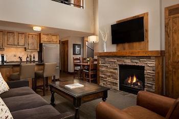 Suite, 2 Bedrooms (Bi-Level, 3 Beds or More)