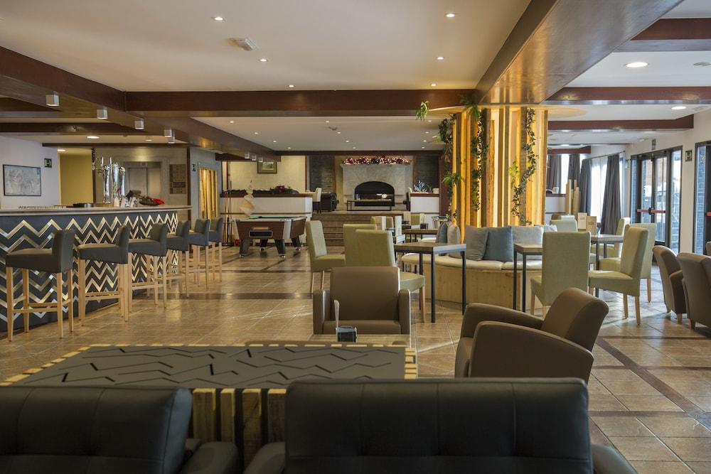 https://i.travelapi.com/hotels/1000000/890000/889900/889886/628aa21e_z.jpg