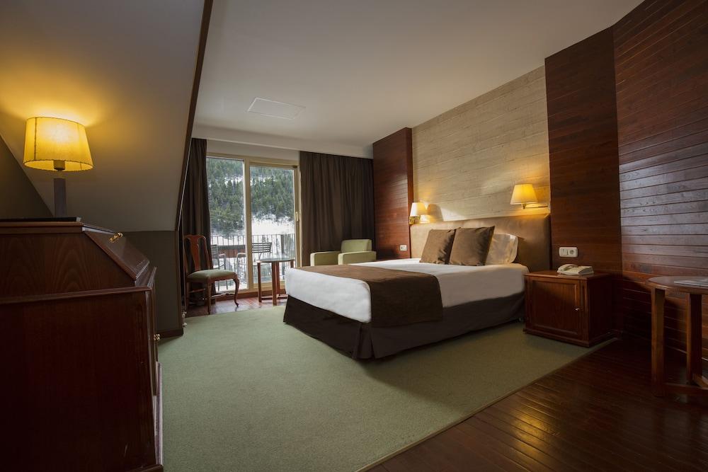https://i.travelapi.com/hotels/1000000/890000/889900/889886/deb0682b_z.jpg