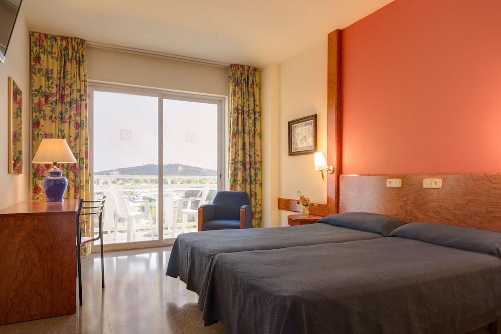 https://i.travelapi.com/hotels/1000000/890000/889900/889887/b181ba96_z.jpg