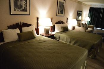 Deluxe Room, 2 Queen Beds (with sofa sleeper)