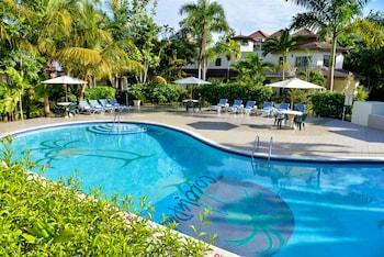 Hotel - CocoLaPalm Seaside Resort