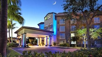 那不勒斯天堂海岸套房飯店 - 第 5 大街 Holiday Inn Express Hotel & Suites Naples Downtown - 5th Ave