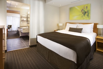 Premium Room (1 Queen and 2 Single Beds)