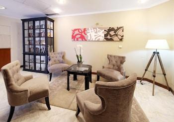 特拉亞諾飯店