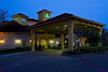 La Quinta Inn & Suites by Wyndham USF (Near Busch Gardens) photo