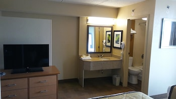Guestroom at Extended Stay America - Dallas - Las Colinas - Green Park Dr in Irving