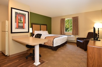 Guestroom at Extended Stay America - Dallas - Las Colinas - Meadow Crk Dr in Irving