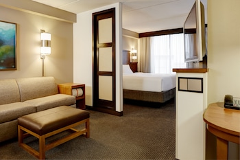 Guestroom at Hyatt Place Fort Worth Cityview in Fort Worth