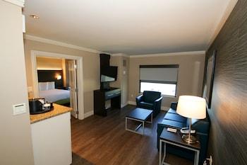 Sunset Bungalow Suite