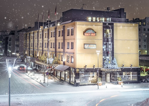 . Arctic City Hotel