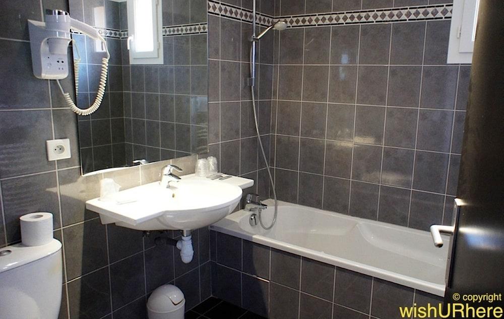 호텔 얼라이언스 루르드(Hôtel Alliance Lourdes) Hotel Image 25 - Bathroom