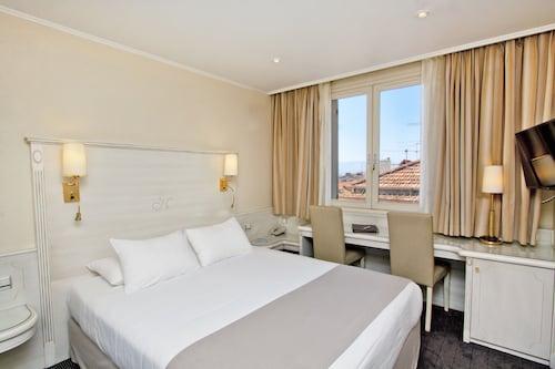 . Hotel Napoleon