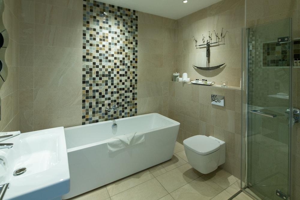 https://i.travelapi.com/hotels/1000000/90000/83500/83413/13d32d70_z.jpg