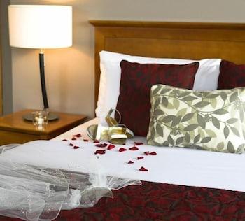https://i.travelapi.com/hotels/1000000/90000/83500/83413/1d7712e2_b.jpg