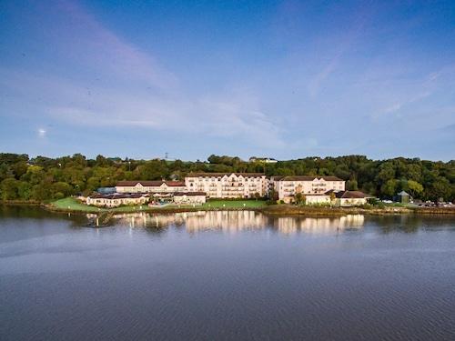 . Ferrycarrig Hotel