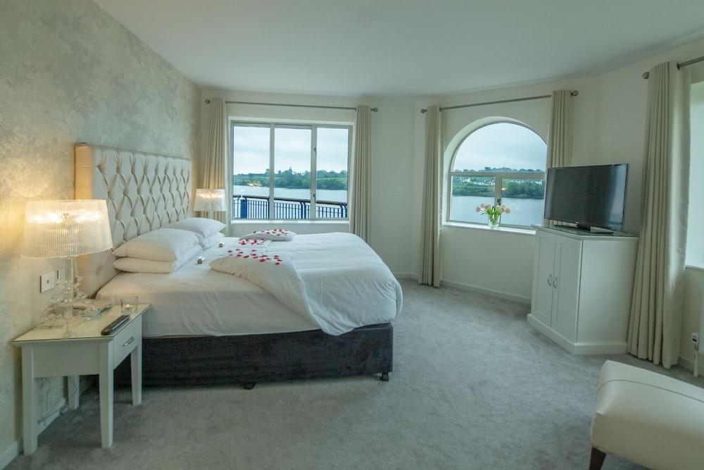 https://i.travelapi.com/hotels/1000000/90000/83500/83413/c72492c3_z.jpg