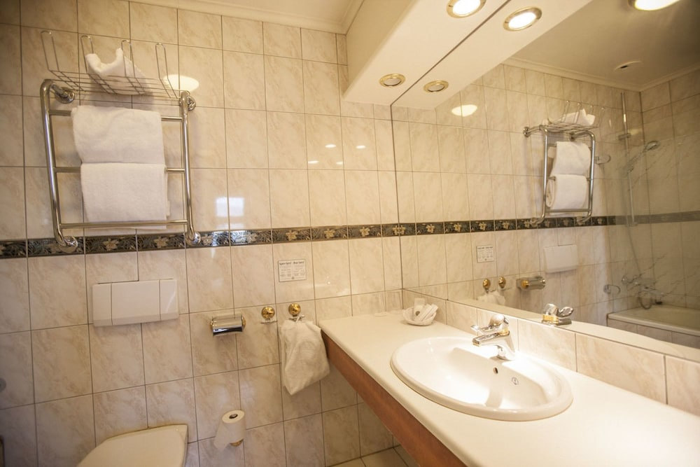 Room : Bathroom 1 of 67