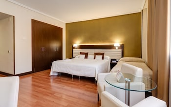 Tek Büyük Yataklı Oda (with Extra Bed And Parking)