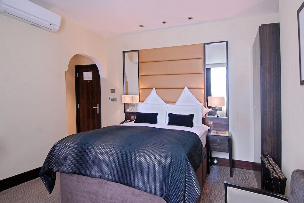 The Shaftesbury Marble Arch Suites, London