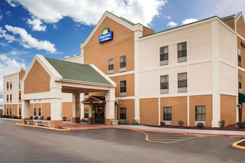 Hotel - Days Inn & Suites by Wyndham Harvey / Chicago Southland