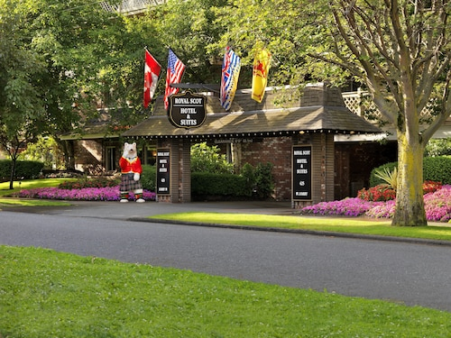 . Royal Scot Hotel & Suites