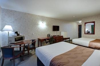 Comfort Room, 2 Queen Beds, Smoking, City View