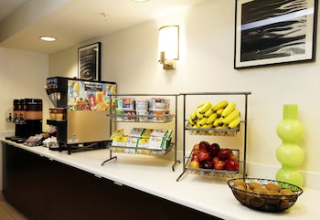 SpringHill Suites Anchorage Midtown - Breakfast Area  - #0