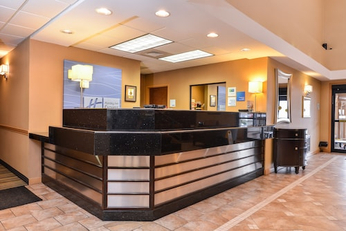 . Holiday Inn Express Lewisburg/New Columbia