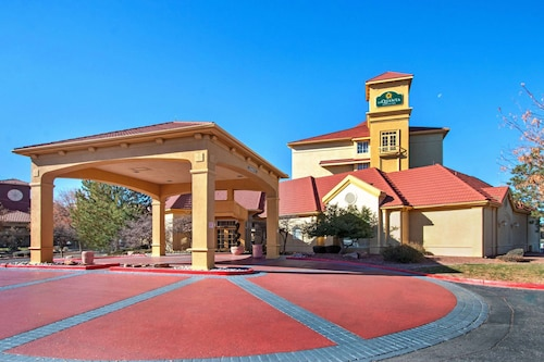 . La Quinta Inn & Suites by Wyndham Albuquerque West