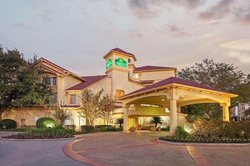 La Quinta Inn & Suites by Wyndham Houston Galleria Area, Featured Image