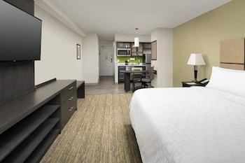 Guestroom at Candlewood Suites Alexandria West in Alexandria