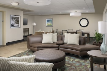 Lobby Lounge at Candlewood Suites Alexandria West in Alexandria