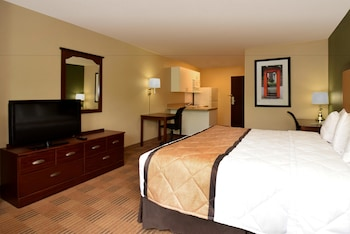 Guestroom at Extended Stay America Charleston - Mt. Pleasant in Mount Pleasant