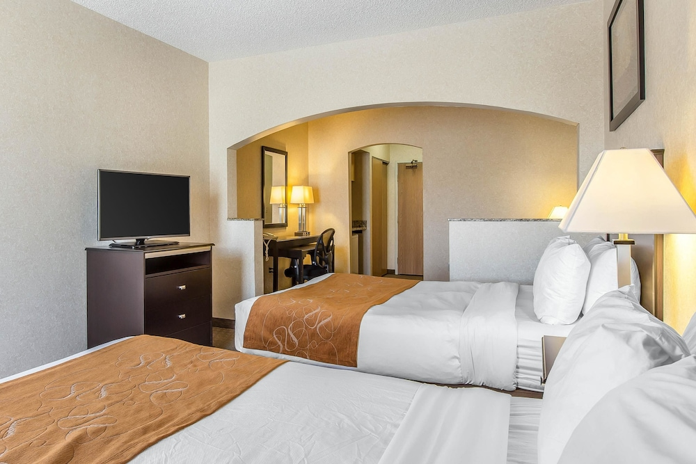 Suite, Multiple Beds, Non Smoking, Mountain View