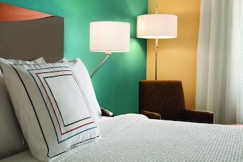 Guestroom at Fairfield Inn & Suites Dallas Park Central in Dallas