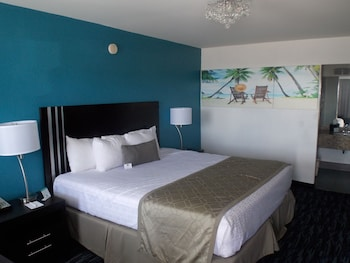 Standard Room, 1 King Bed, Non Smoking, Pool Side