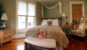 Hill House Inn Bed & Breakfast