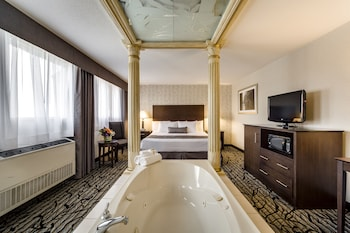 Luxury King Suite with Jetted Tub
