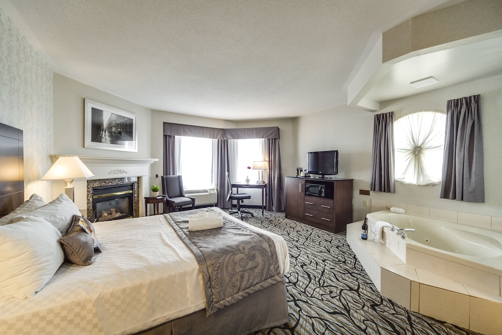 Room : Deluxe Room, 1 Queen Bed, Jetted Tub 24 of 69
