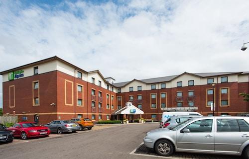 . Holiday Inn Express Bristol - Filton
