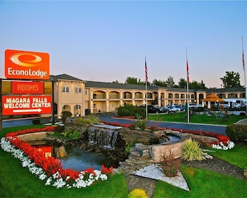 Book Econo Lodge At The Falls North in Niagara Falls.