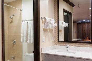 Redondo Pier Inn - Bathroom  - #0