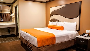 Economy Single Room, 1 Queen Bed, Accessible