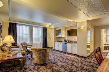 Junior Suite, 1 King Bed, Non Smoking, Corner (Parlor Suite)